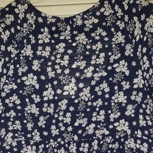 Old Navy Floral V neck